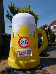 Opblaasbare Bierpul / bierglas hoogte: 3,5 meter!